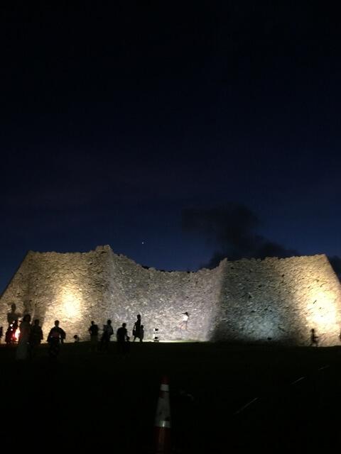 ライトアップされた中城城跡