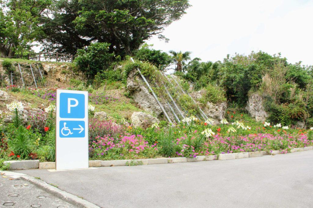 富盛の石彫大獅子 駐車場入口