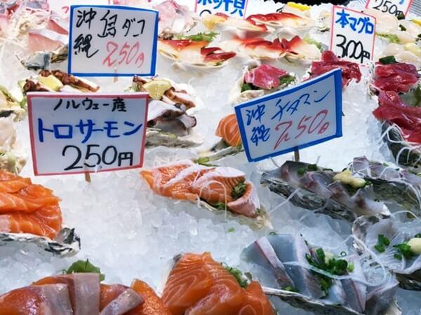 糸満漁業協同組合「お魚センター」で販売されている様々な刺身