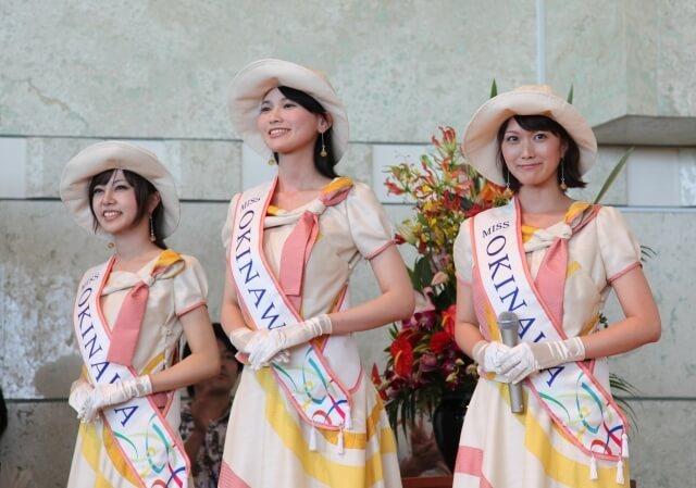 ミス沖縄時代の写真(崎山一葉さんは一番右)