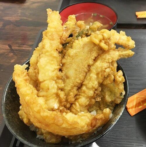 『かぶり食堂』天丼(大)850円 ミニ沖縄そば(無料)付き