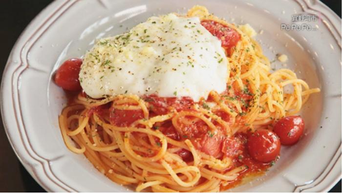 『PEPEPE(ペペペ)』生モッツァレラ・ブラッティーナチーズを乗せたナポリ風プチトマトソース