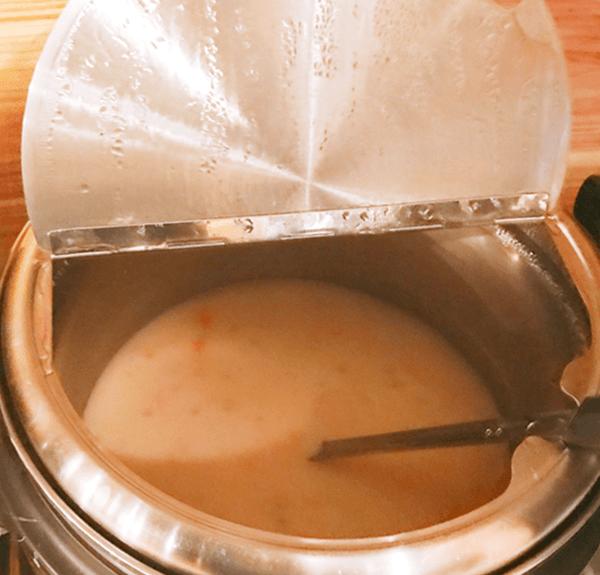 『ステーキヒカル』セルフのマッシュルームスープ