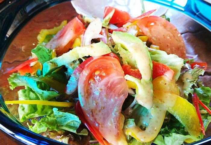 『ピザ喫茶ミモザの木』県産野菜のサラダ