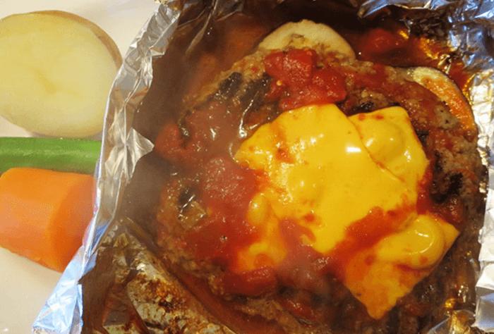 『まつい料理店』チーズハンバーグ