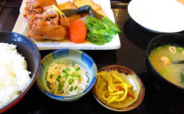 『レストランカイヤン』てびち定食