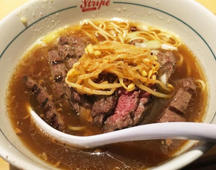 『ストライプヌードルズ(Stripe Noodles)』ステーキラーメンM