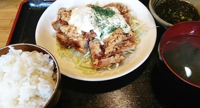 『きちんと南風原山川店』塩水漬け黒チキン南蛮定食