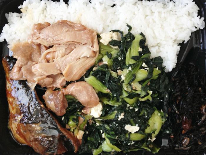 『むんじゅる弁当』チキナー炒めと豚しょうが焼き、サバ弁当