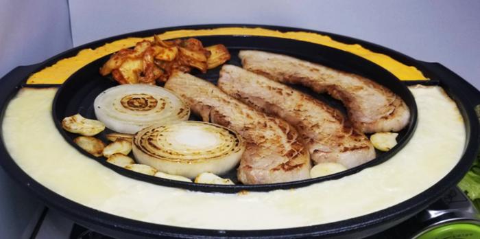 『韓国家庭料理 ぜんの豚』サムギョプサル