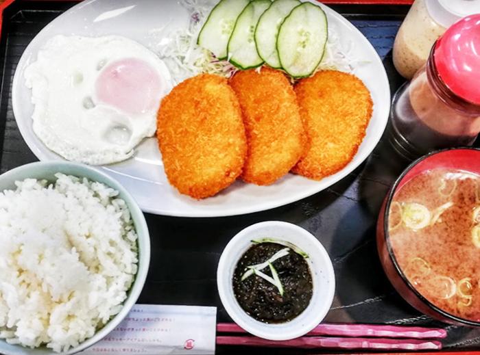 『ひがし食堂Jr』コロッケ定食