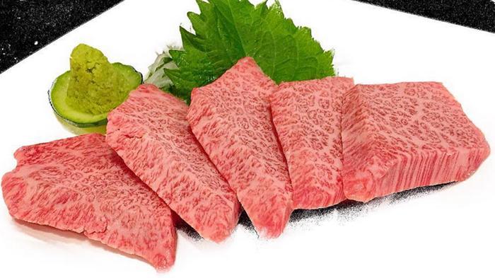 『炭火焼肉 GOSAMARU』特選カルビ