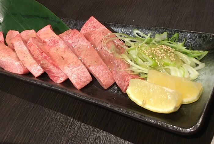 『炭火焼肉 GOSAMARU』特選厚切りたん塩(12本)
