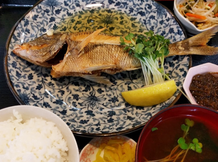 『海産物 えんがん』魚定食(バター焼き)