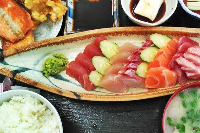 『優秀(ゆたしく)鮮魚 さかな食堂』刺し身定食