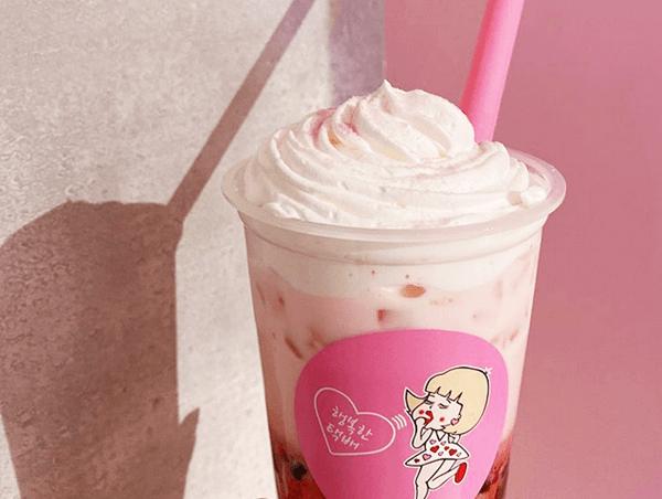 『BUBBLE TEA(タピオカドリンク)』いちごミルク ホイップクリームトッピング