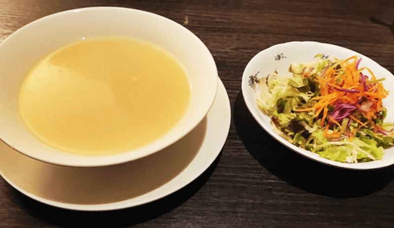 パブラウンジ エメラルド スープとサラダ