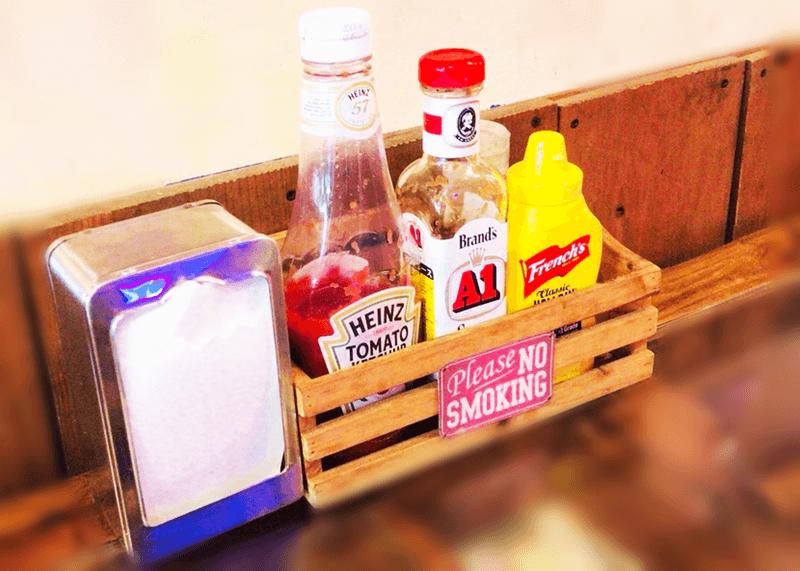 アメリカ食堂 卓上にあるもの