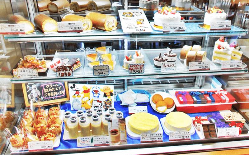 琉球ドルチェテラス ケーキなどのショーケース