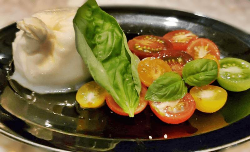POSILLIPO cucina meridionale ブッラータチーズとミニトマトのカプレーゼ