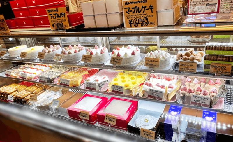ハッピー洋菓子店 ケーキのショーケース