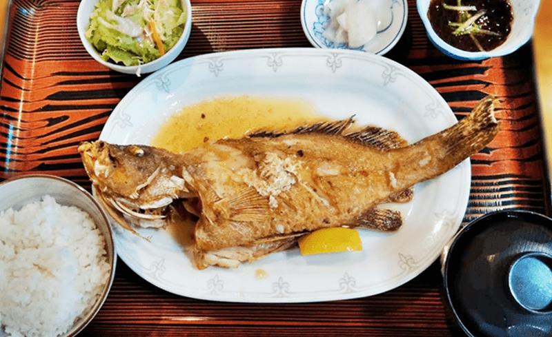 仲泊海産物料理店 バター焼定食(ミーバイ)
