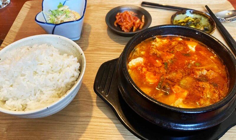 韓国料理 香り純豆腐 豚肉スンドゥブ定食